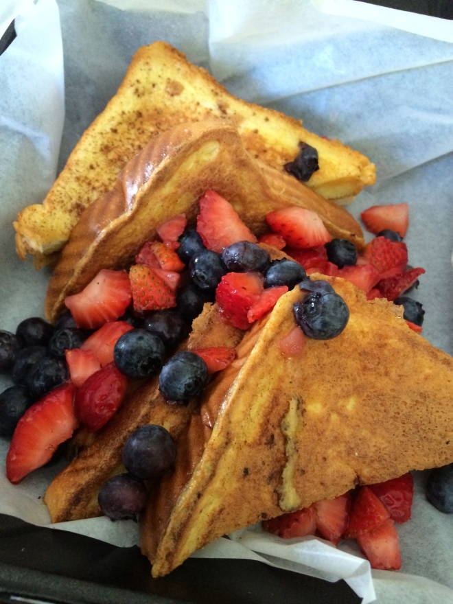 French Toast w/Fresh Berries