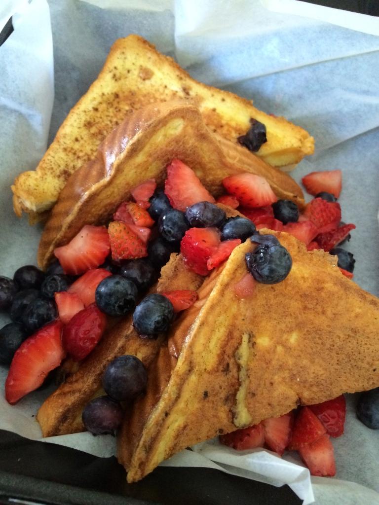 French Toast w/Fresh Berries