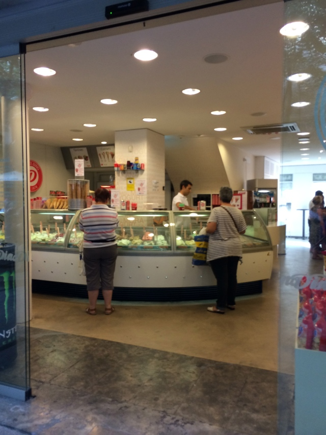 A fews stores down… there's another helado shop.